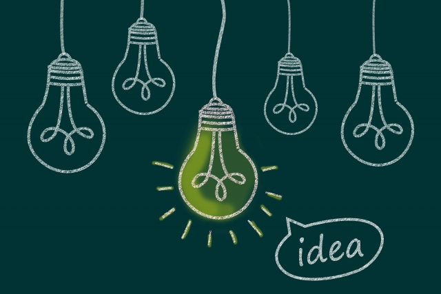 アイデアが閃いて光る電球
