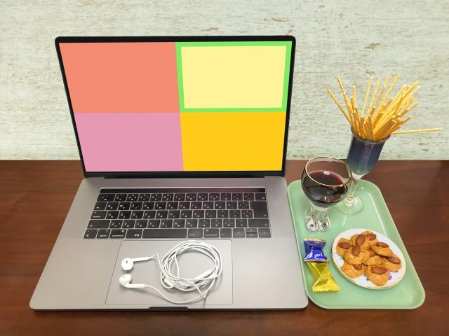 パソコンと飲食物